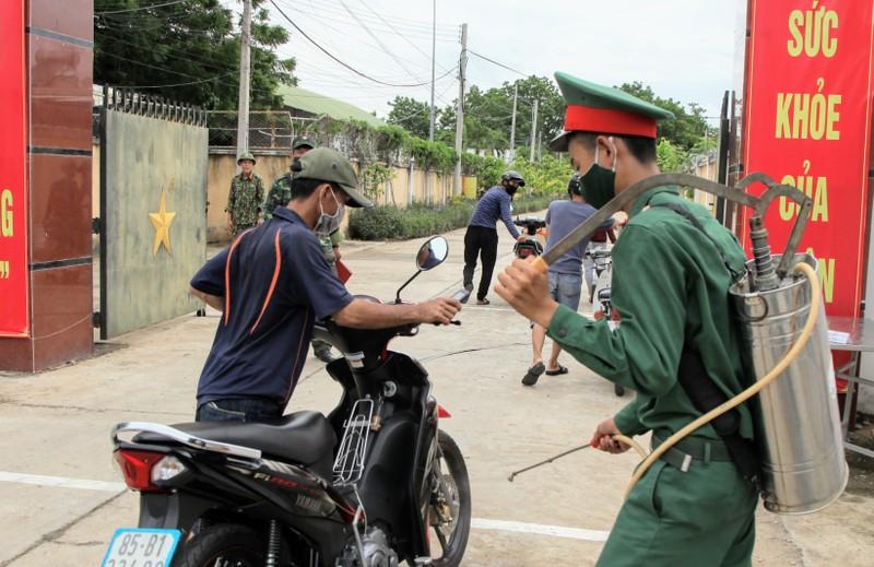 Ninh Thuận đón 230 người Việt từ Malaysia về khu cách ly - ảnh 3