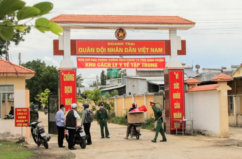 Ninh Thuận đón 230 người Việt từ Malaysia về khu cách ly - ảnh 1
