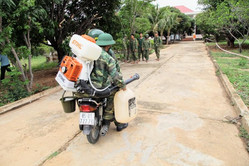 Ninh Thuận đón 230 người Việt từ Malaysia về khu cách ly - ảnh 4