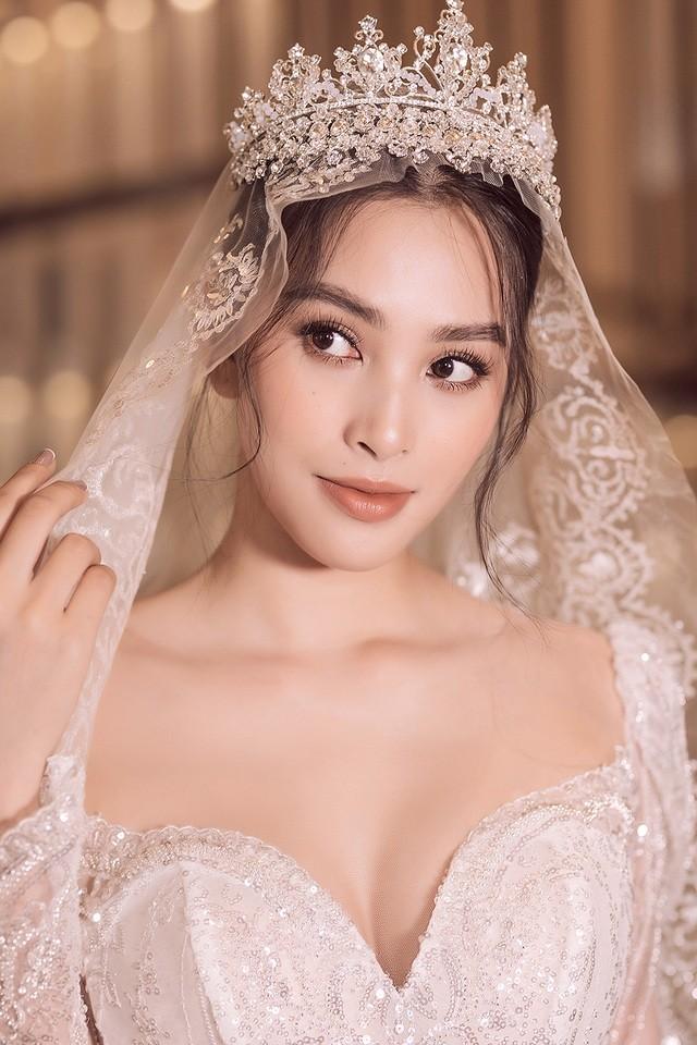 Hoa hậu Tiểu Vy đón tuổi 20 với bộ ảnh xinh đẹp, gợi cảm - ảnh 4