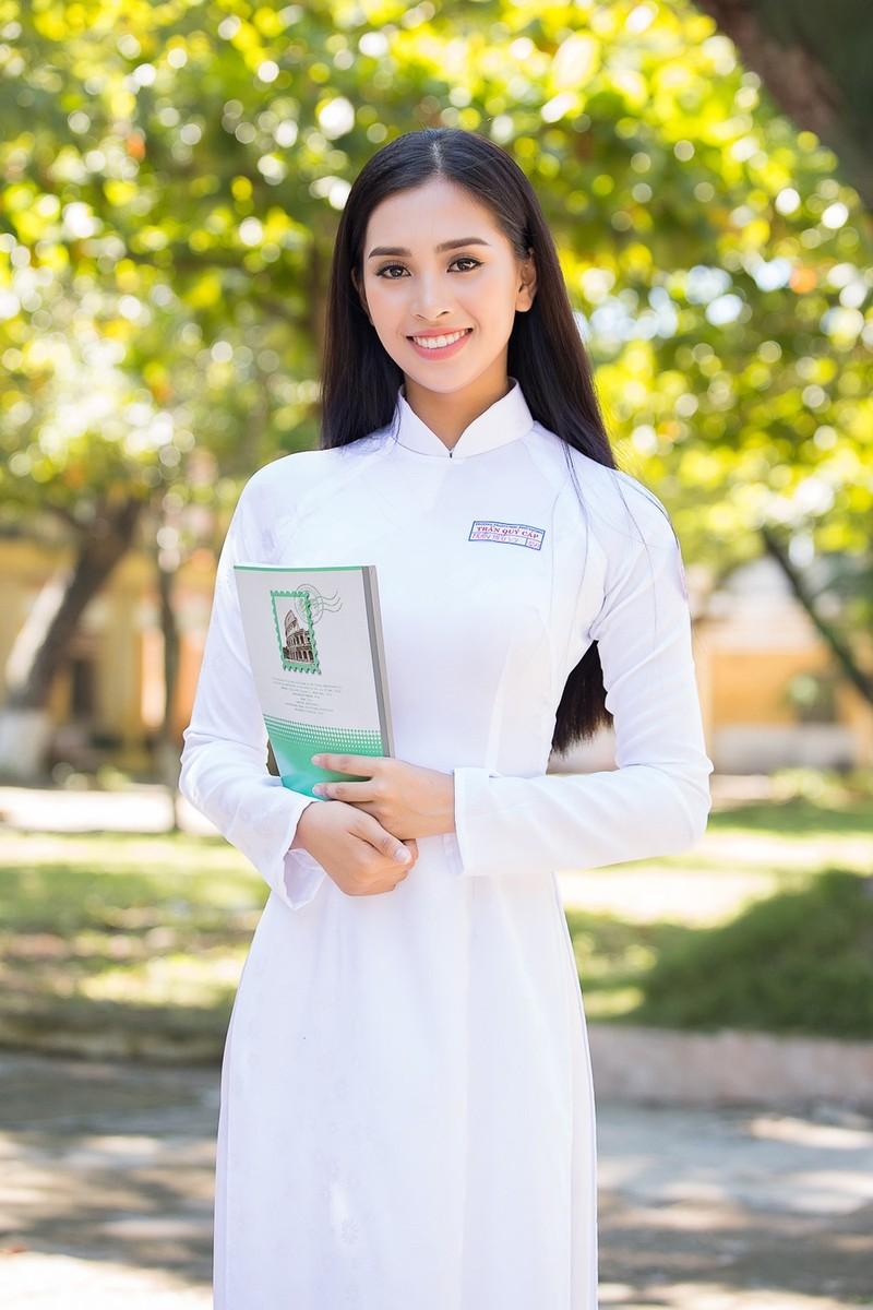 Hoa hậu Tiểu Vy đón tuổi 20 với bộ ảnh xinh đẹp, gợi cảm - ảnh 2