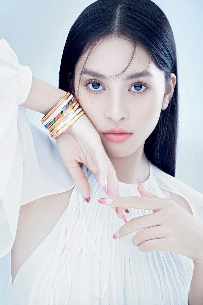 Hoa hậu Tiểu Vy đón tuổi 20 với bộ ảnh xinh đẹp, gợi cảm - ảnh 25