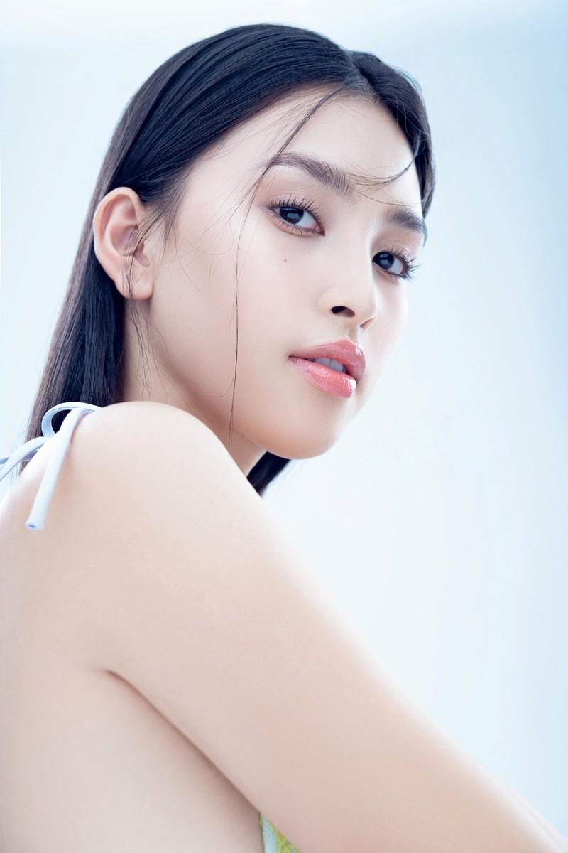 Hoa hậu Tiểu Vy đón tuổi 20 với bộ ảnh xinh đẹp, gợi cảm - ảnh 19