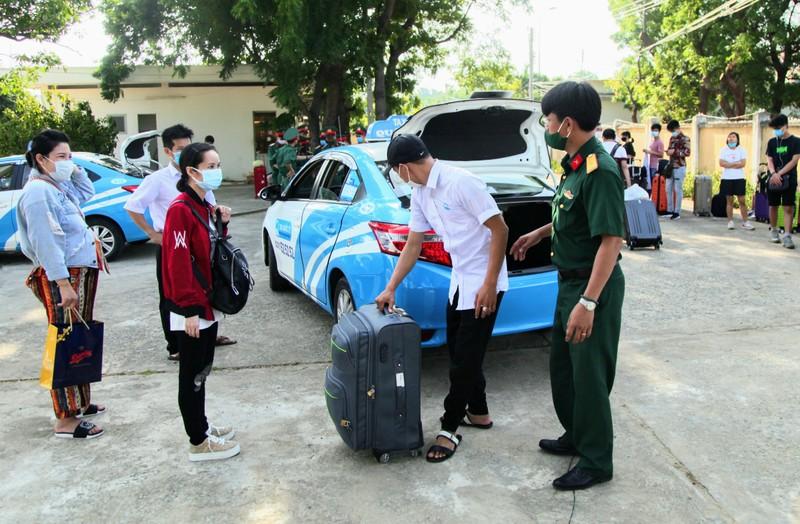 232 công dân từ Malaysia về Ninh Thuận hoàn thành cách ly - ảnh 1