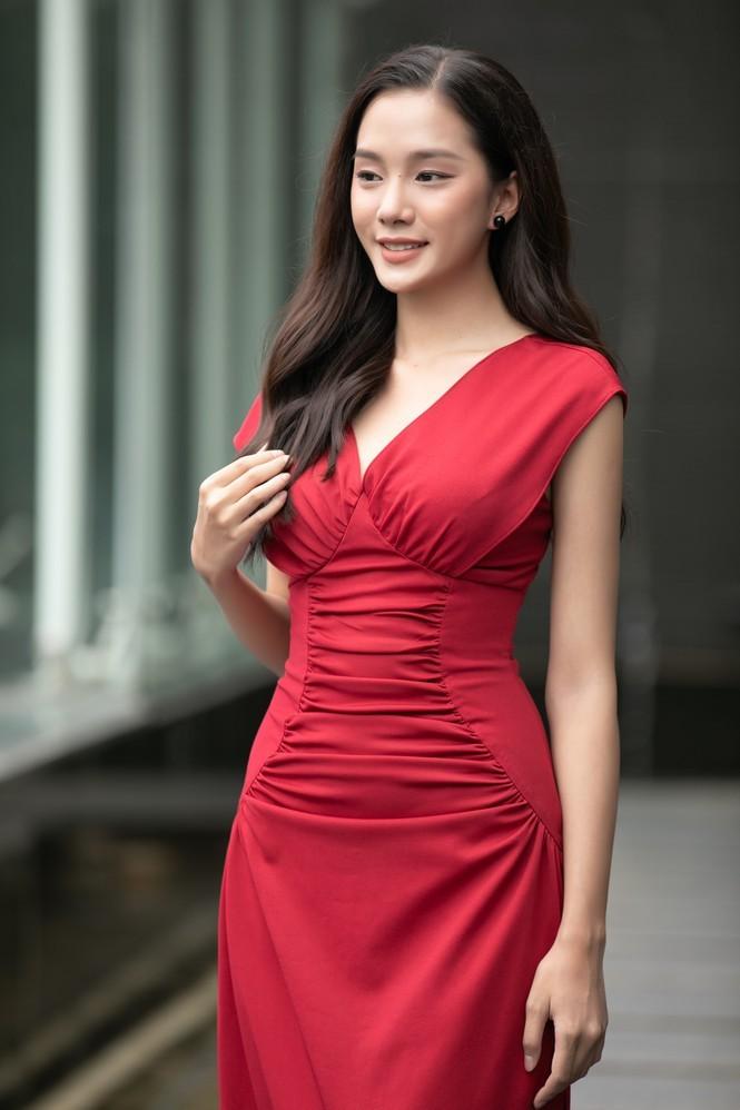 Ngắm Bích Thùy cô gái đất võ vào bán kết Hoa hậu Việt Nam 2020 - ảnh 2
