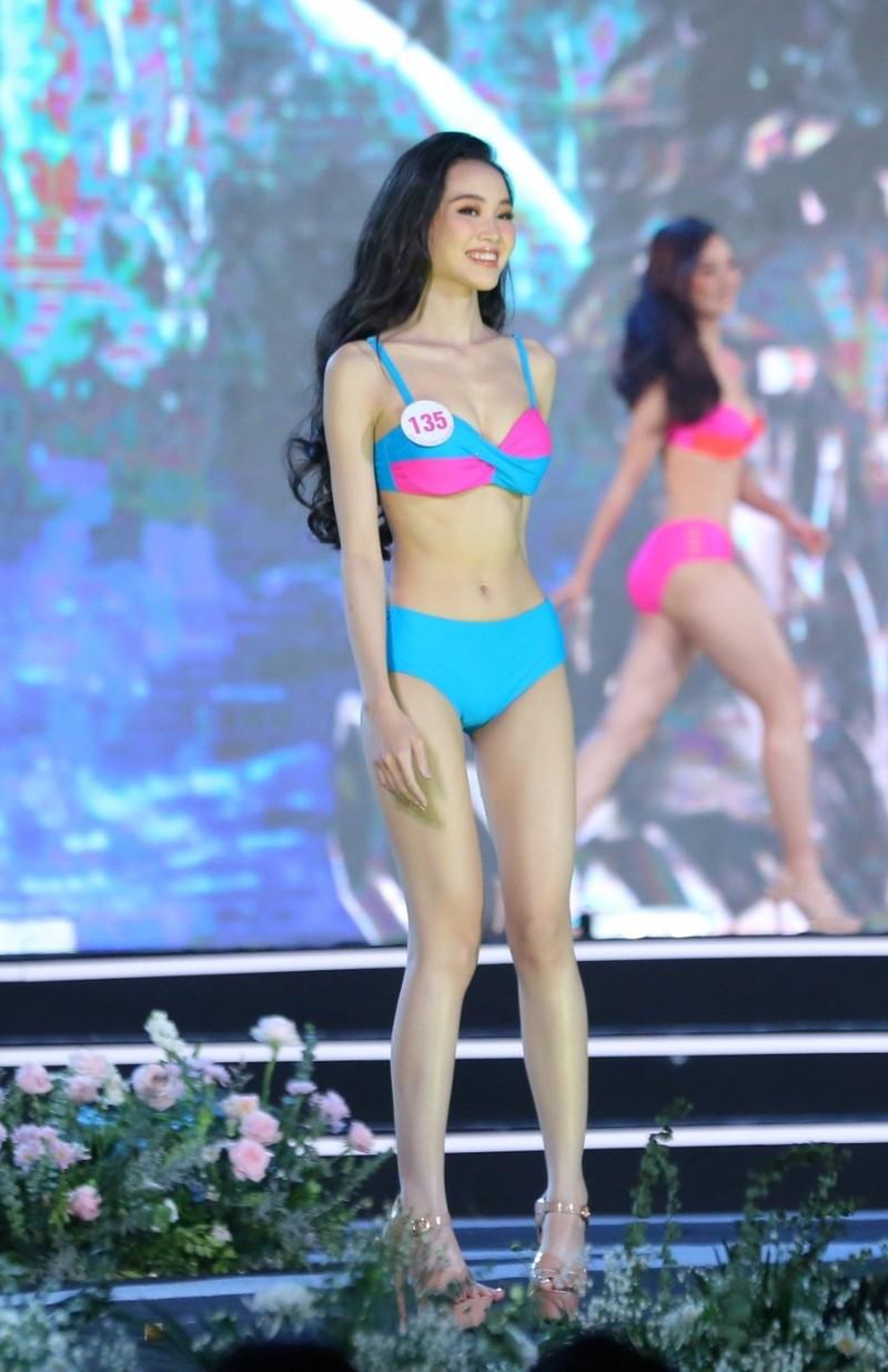 Trân Châu - thí sinh có vòng eo nhỏ nhất Hoa hậu Việt Nam 2020 - ảnh 12