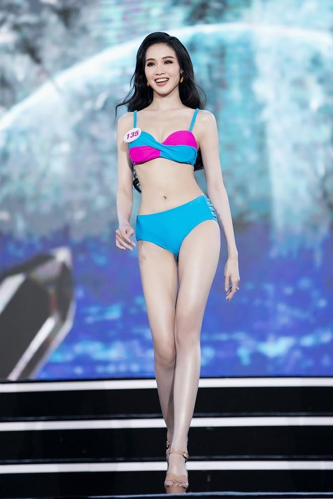 Trân Châu - thí sinh có vòng eo nhỏ nhất Hoa hậu Việt Nam 2020 - ảnh 4