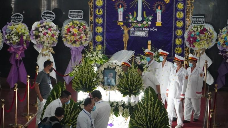 'Nhỏ ơi' và Thánh ca trong lễ tang của nghệ sĩ Chí Tài - ảnh 3