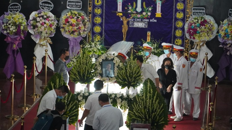 'Nhỏ ơi' và Thánh ca trong lễ tang của nghệ sĩ Chí Tài - ảnh 1