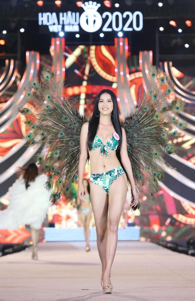 Ngắm Tường Vy tốp 5 Người đẹp Biển Hoa hậu Việt Nam 2020 - ảnh 14