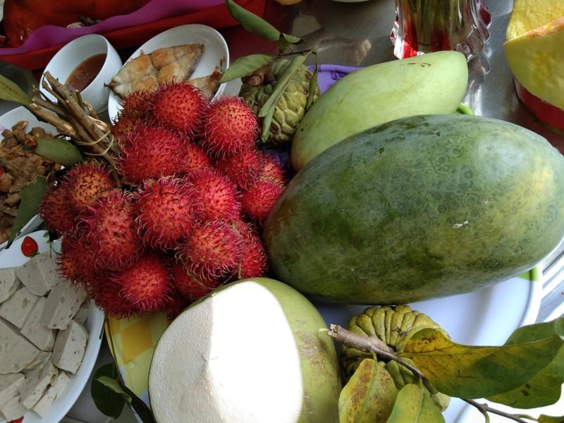Đĩa trái cây đầy đủ