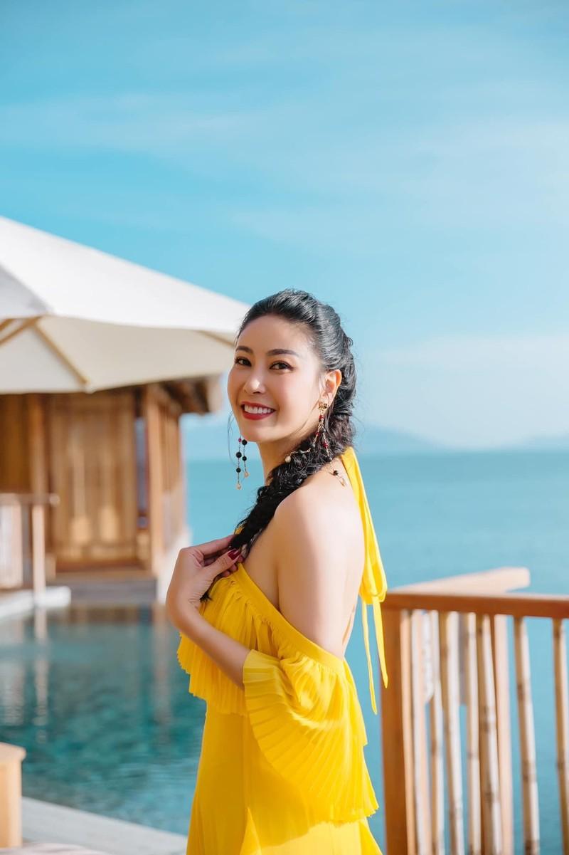 Hoa hậu Hà Kiều Anh khoe dáng gợi cảm trước biển - ảnh 10