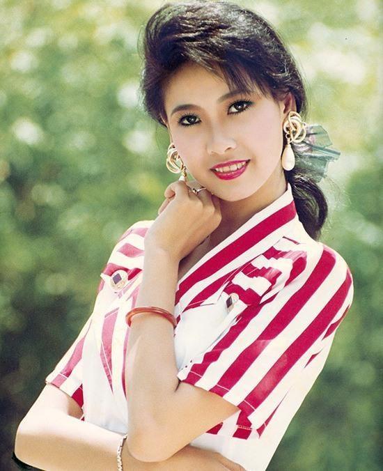Hoa hậu Hà Kiều Anh khoe dáng gợi cảm trước biển - ảnh 3