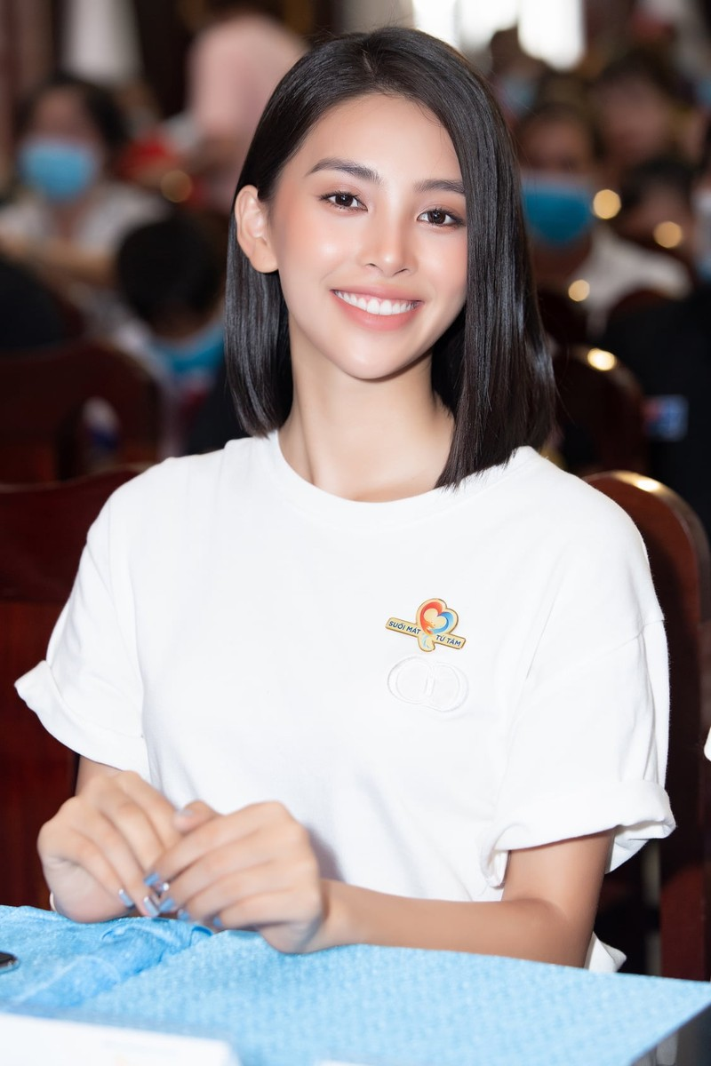 Hoa hậu Tiểu Vy khoe dáng quyến rũ với váy đen - ảnh 14
