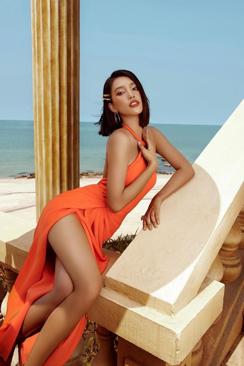 Hoa hậu Tiểu Vy khoe dáng quyến rũ với váy đen - ảnh 12