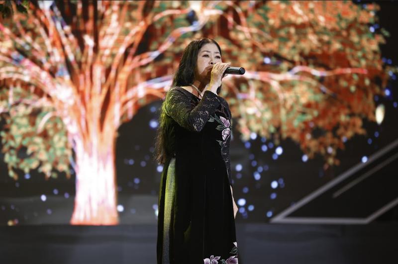 4 bản sao Thái Thanh-Khánh Ly khiến Trấn Thành xúc động - ảnh 6