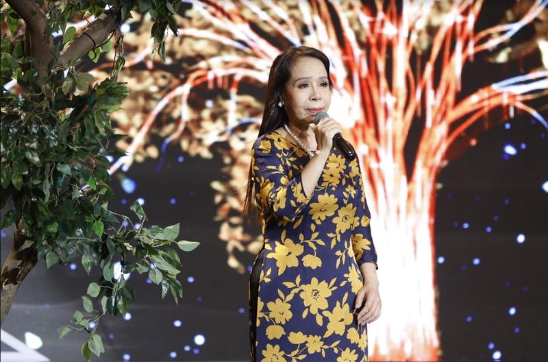 4 bản sao Thái Thanh-Khánh Ly khiến Trấn Thành xúc động - ảnh 5
