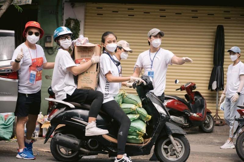 NSƯT Trịnh Kim Chi cùng sao Việt hỗ trợ người dân, y bác sĩ mùa dịch - ảnh 5