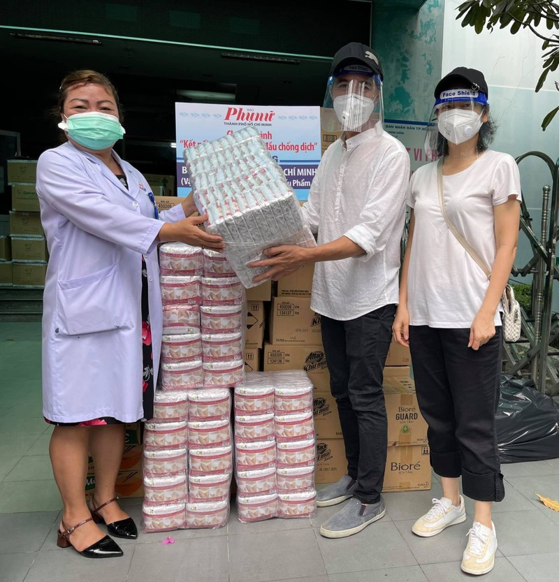 Hoa hậu Khánh Vân cùng nghệ sĩ hỗ trợ người dân, y bác sĩ chống dịch - ảnh 5