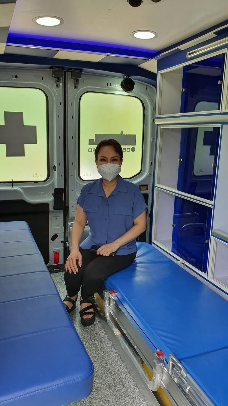 Nghệ sĩ Việt Hương tặng xe cứu thương 2,5 tỉ đồng cho ông Đoàn Ngọc Hải - ảnh 2