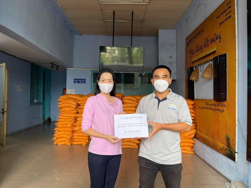 Quyền Linh hỗ trợ 10 tấn gạo cho 1.000 nghệ sĩ, nhân viên sân khấu khó khăn - ảnh 1