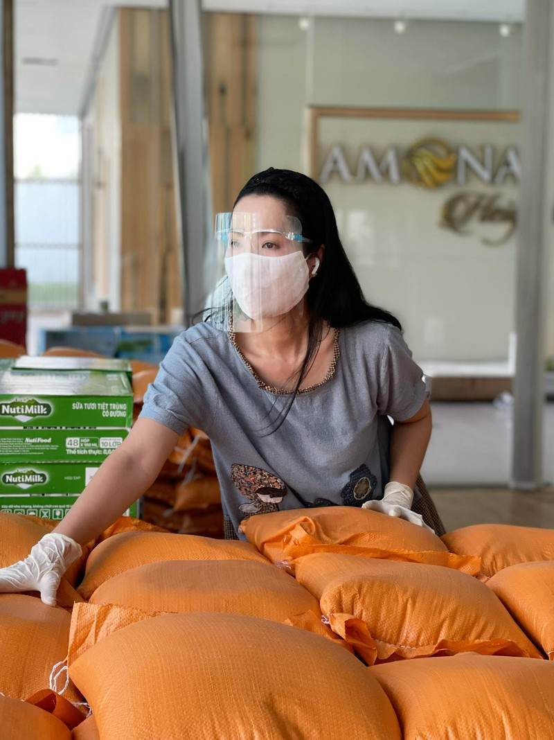 Quyền Linh hỗ trợ 10 tấn gạo cho 1.000 nghệ sĩ, nhân viên sân khấu khó khăn - ảnh 4