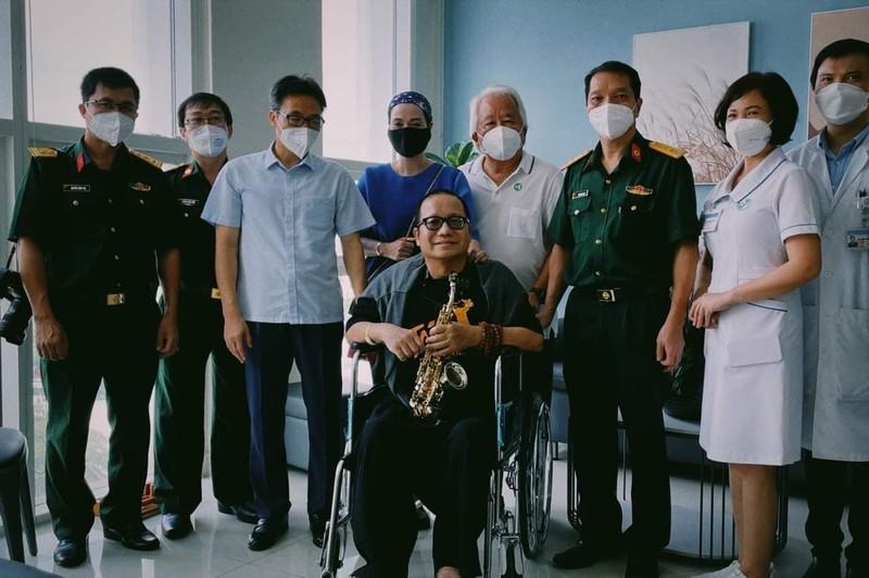 Nghệ sĩ Saxophone Trần Mạnh Tuấn thổi 'Diễm xưa' tặng Phó Thủ tướng Vũ Đức Đam - ảnh 3