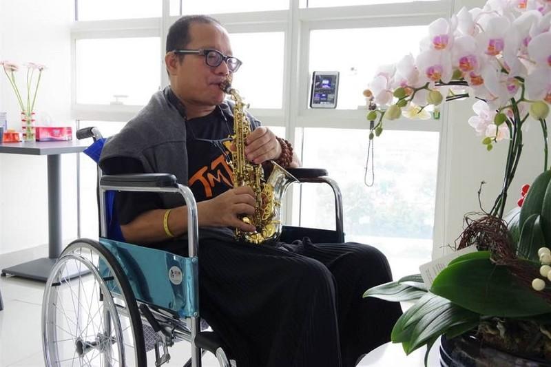 Nghệ sĩ Saxophone Trần Mạnh Tuấn thổi 'Diễm xưa' tặng Phó Thủ tướng Vũ Đức Đam - ảnh 2