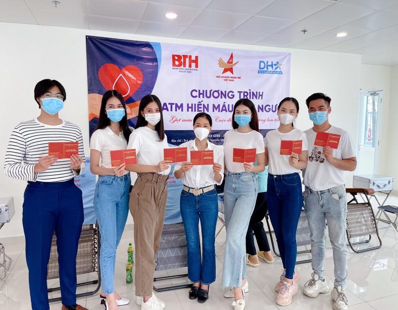 Hoa hậu Khánh Vân làm thiện nguyện, Tiểu Vy, Kiều Loan hiến máu nhân đạo - ảnh 2