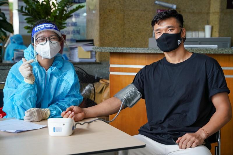 Thủ môn Bùi Tiến Dũng hiến máu nhân đạo tại bệnh viện ĐH Y Dược - ảnh 2
