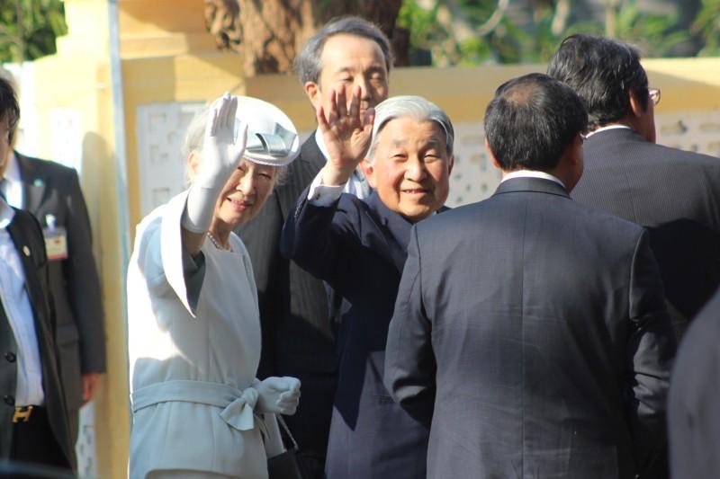Nhật hoàng thăm nhà lưu niệm Phan Bội Châu - ảnh 3