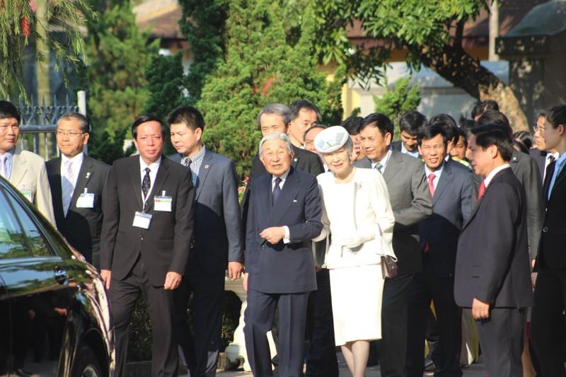 Nhật hoàng thăm nhà lưu niệm Phan Bội Châu - ảnh 6