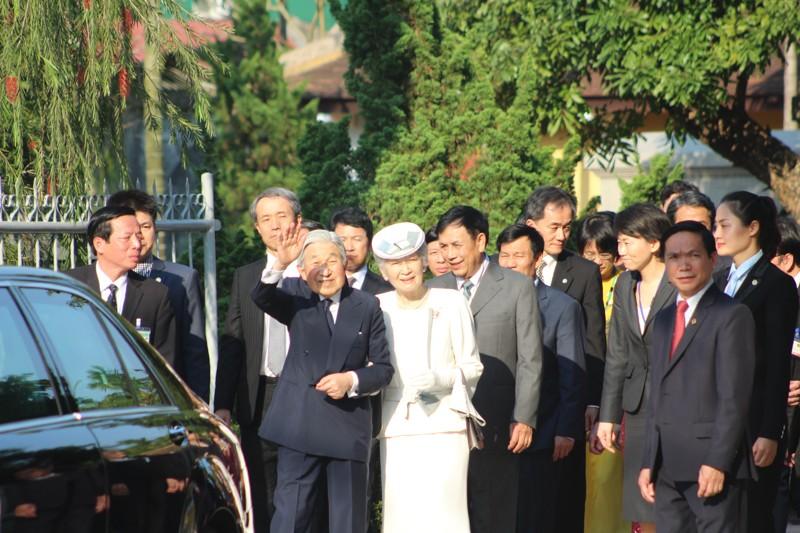 Nhật hoàng thăm nhà lưu niệm Phan Bội Châu - ảnh 7