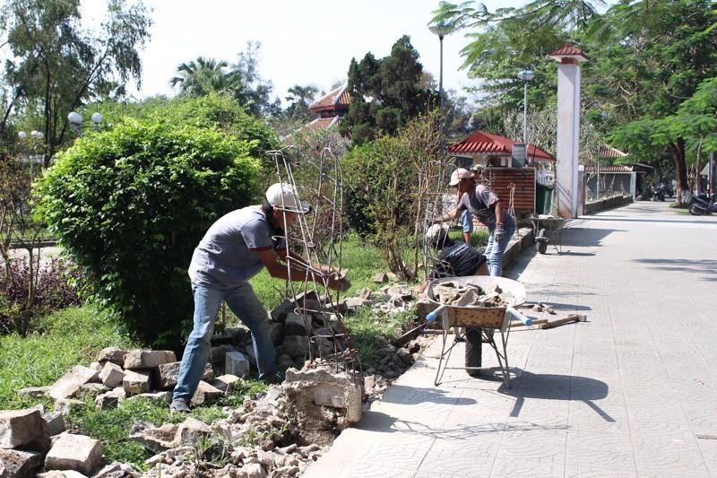 Huế: Phá  hàng rào công viên, mở rộng vỉa hè - ảnh 2