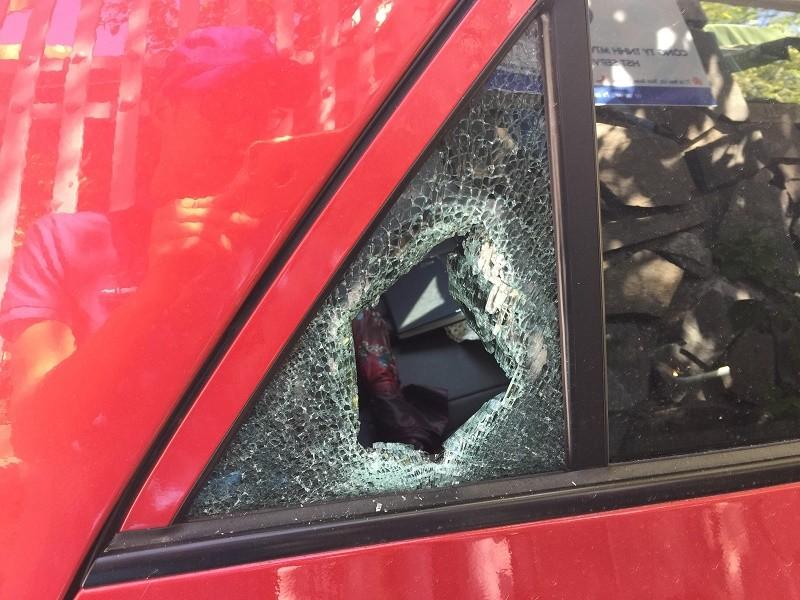 Kẻ trộm đập kính 5 ô tô lấy tài sản - ảnh 1