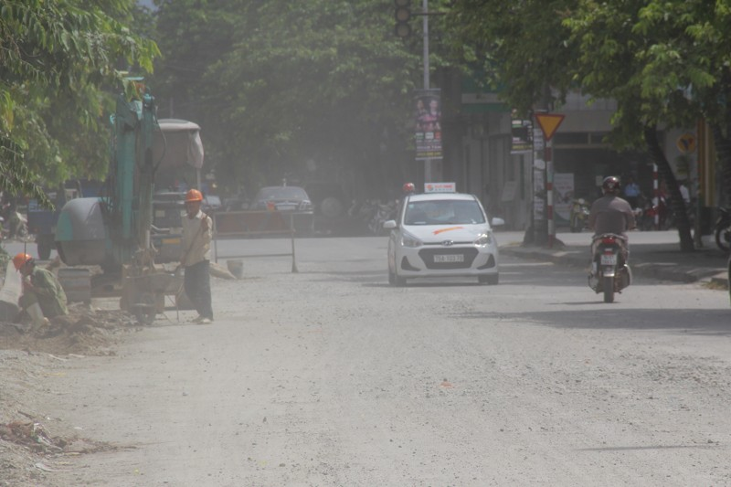 Người dân Huế khổ sở vì đường sá nắng bụi, mưa lầy - ảnh 3