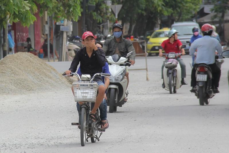 Người dân Huế khổ sở vì đường sá nắng bụi, mưa lầy - ảnh 4