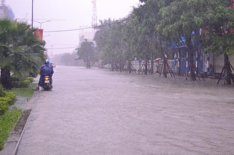 Lũ lên, bốn bề xứ Huế lại ngập trong nước - ảnh 10