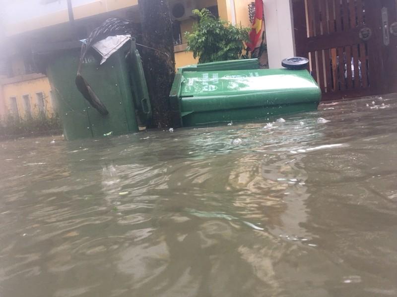 Lũ lên, bốn bề xứ Huế lại ngập trong nước - ảnh 7