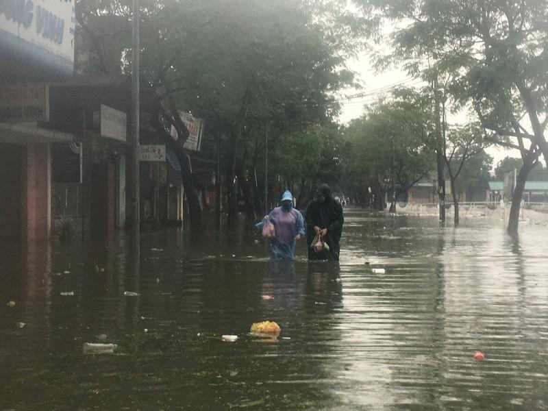 Lũ lên, bốn bề xứ Huế lại ngập trong nước - ảnh 6
