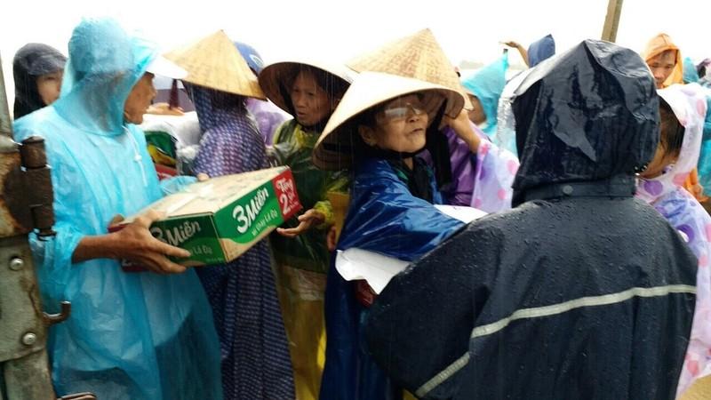 Lũ vẫn đang chia cắt vùng trũng Quảng Điền - ảnh 7
