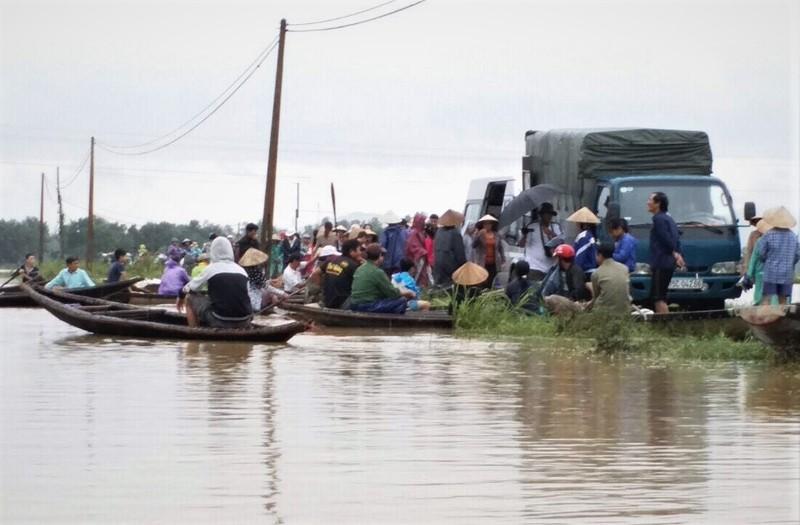 Lũ vẫn đang chia cắt vùng trũng Quảng Điền - ảnh 6
