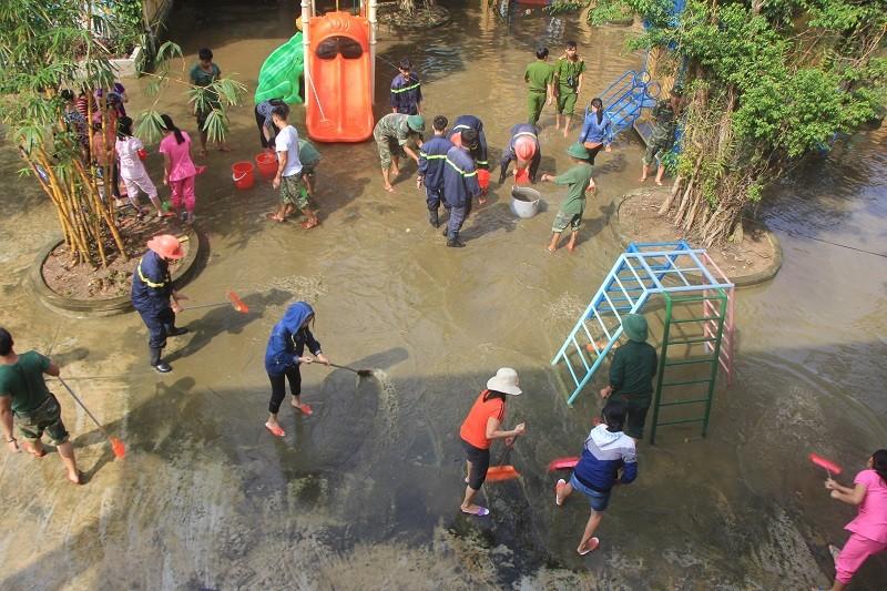 Thừa Thiên-Huế triển khai chống bão số 13 - ảnh 2