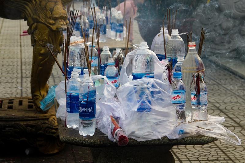 Thảnh thơi đi xin 'nước cam lồ' ở tượng đài Quan âm - ảnh 10