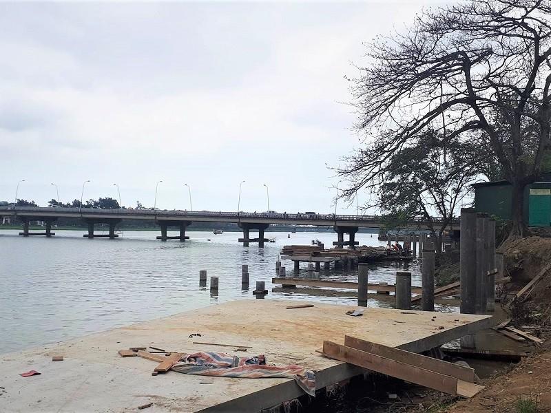 Dùng gỗ lim Nam Phi để lát đường đi bộ trên sông Hương - ảnh 2