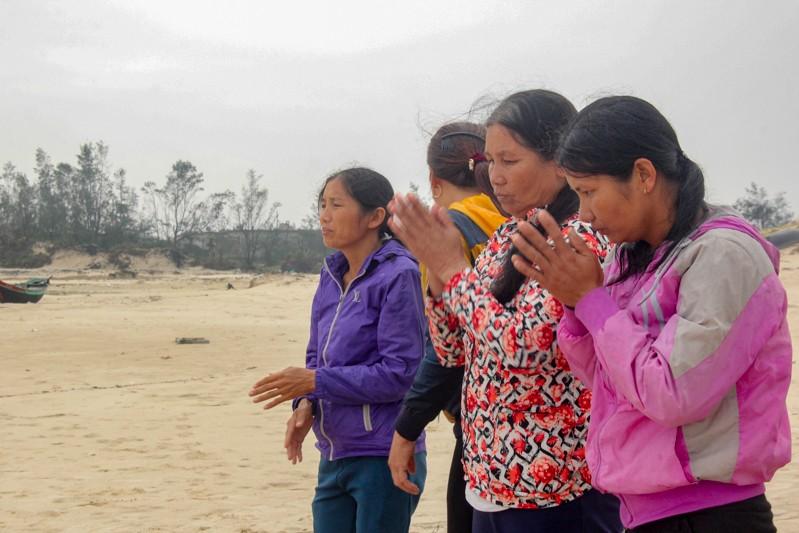 Gia đình liệt sĩ đội mưa làm mâm giỗ 64 liệt sĩ Gạc Ma - ảnh 5