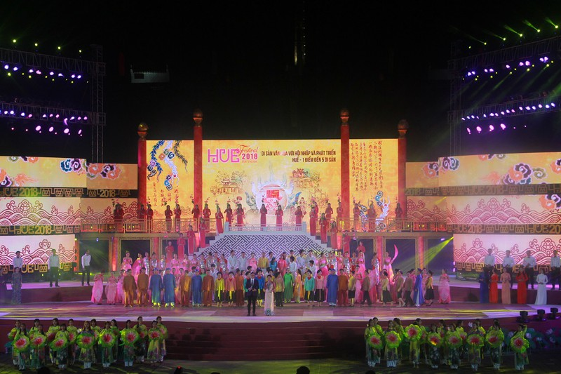 Dân cố đô náo nức xem tổng duyệt khai mạc Festival Huế - ảnh 1