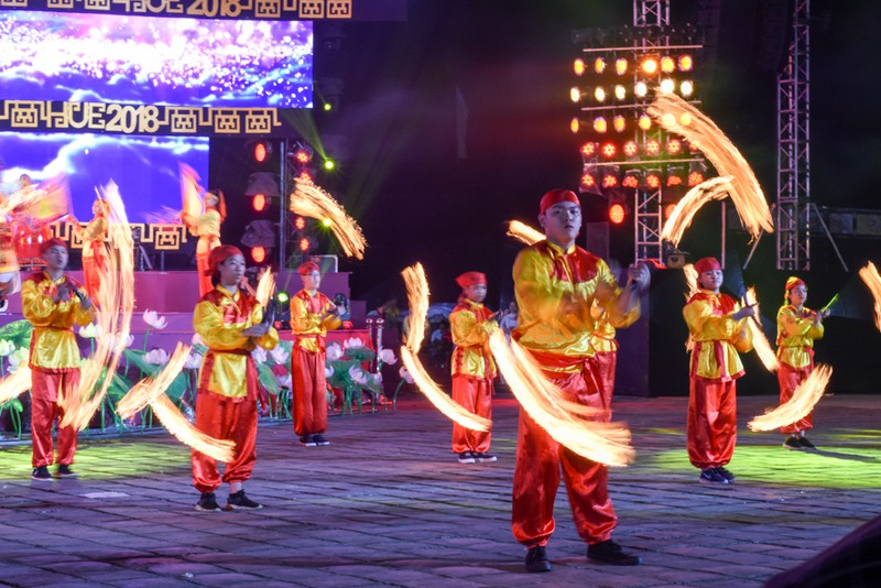 Dân cố đô náo nức xem tổng duyệt khai mạc Festival Huế - ảnh 4