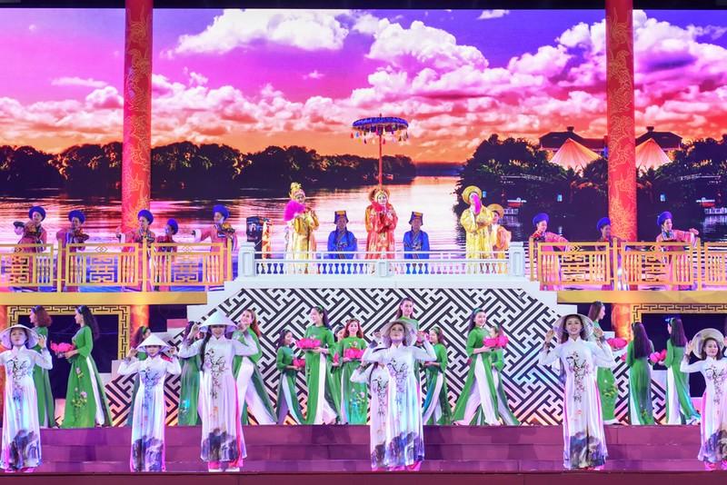 Dân cố đô náo nức xem tổng duyệt khai mạc Festival Huế - ảnh 2
