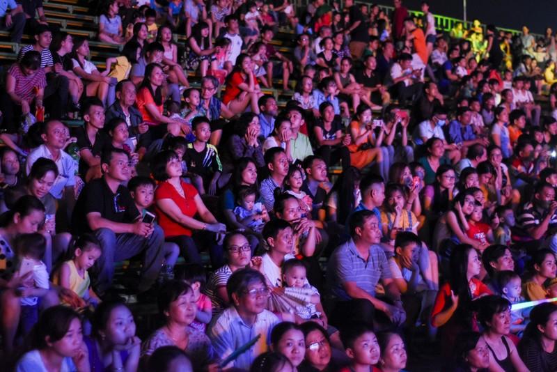 Dân cố đô náo nức xem tổng duyệt khai mạc Festival Huế - ảnh 7